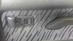 Ручка открывания двери и кнопка центрального замка